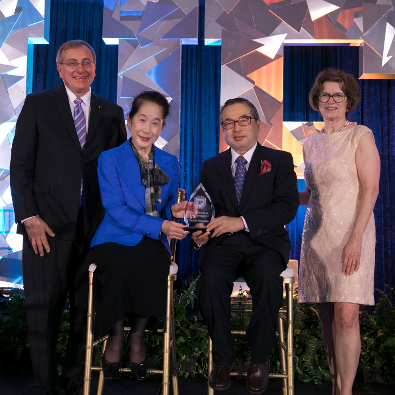 Photo of UF President Kent Fuchs, Frances Semmoto, Sachio Semmoto and Beth McCague