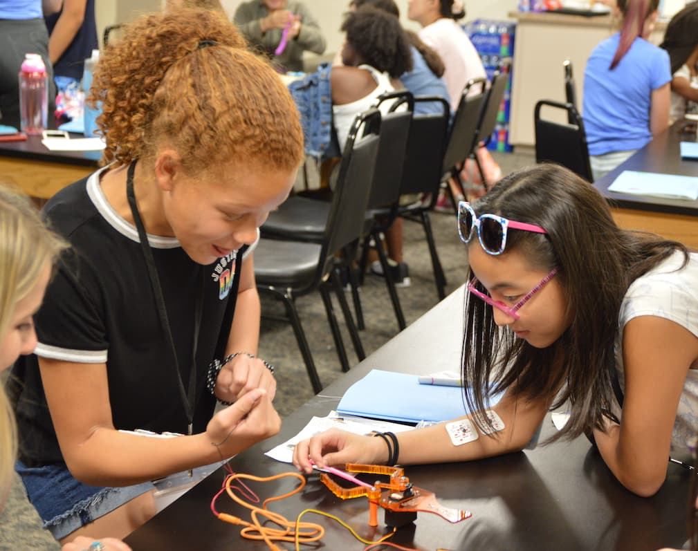 """Girls with Nerve"" summer camp sparks interest in neuroscience"